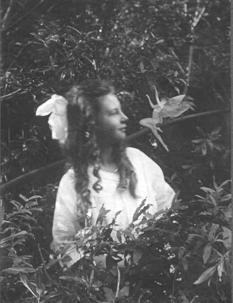 While faked, the photographs met with both mixed criticism and some belief after spiritualist Conan Doyle publicized the photos in 1917.